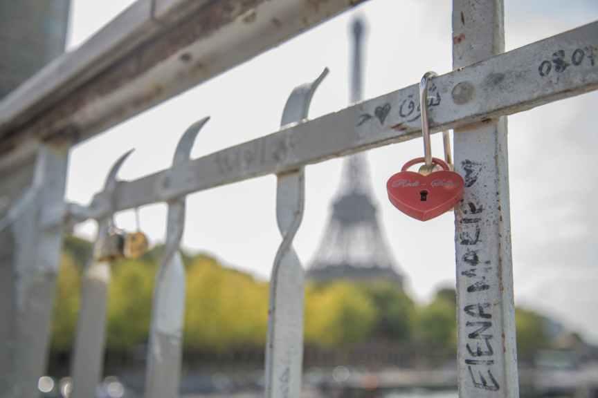 people-love-paris-eiffel-1027755.jpeg